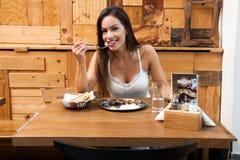 Vrouwen die lunch hebben royalty-vrije stock foto