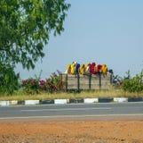 Vrouwen die op een vrachtwagen in Rajasthan, India zitten Royalty-vrije Stock Afbeelding