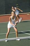 Vrouwen die Tennis spelen stock fotografie