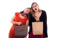 Vrouwen die van het winkelen worden vermoeid royalty-vrije stock foto's