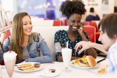 Vrouwen in diner stock fotografie
