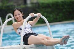 Vrouwen door water Royalty-vrije Stock Foto