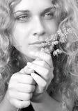 Vrouwen en een bloem Royalty-vrije Stock Afbeelding