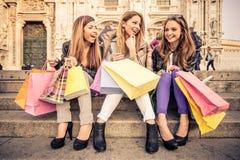 Vrouwen en het winkelen Royalty-vrije Stock Afbeelding
