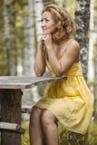 Vrouwen in geel royalty-vrije stock fotografie