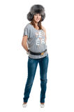 Vrouwen in gestreepte vest en jeans stock foto