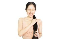 Vrouwen gezond lang haar die haar haar houden Royalty-vrije Stock Afbeelding