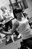 Vrouwen in gymnastiek royalty-vrije stock afbeelding