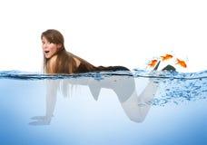 Vrouwen het overzeese grappige zwemmen stock foto's