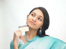 Vrouwen met creditcard Stock Afbeeldingen