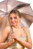 Vrouwen met een zilveren paraplu stock afbeelding
