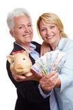 Vrouwen met Euro geldrekeningen stock fotografie