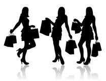 Vrouwen met het winkelen zakken Stock Afbeeldingen