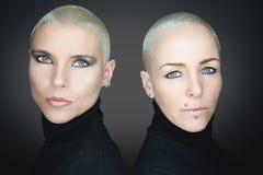 Vrouwen met kort haar die zwarte col dragen Royalty-vrije Stock Afbeelding