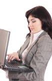 Vrouwen met laptop die op wit worden geïsoleerdr Stock Foto's