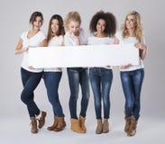 Vrouwen met lege raad stock afbeeldingen