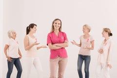 Vrouwen met roze linten Stock Afbeelding