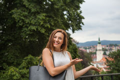 Vrouwen met stadstoren Stock Fotografie