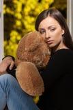 Vrouwen met teddybeer. royalty-vrije stock foto