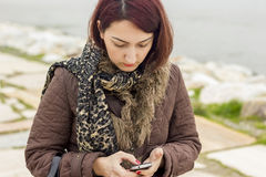Vrouwen met telefoon Royalty-vrije Stock Foto's