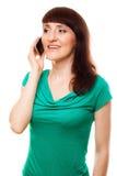 Vrouwen modieus meisje die op de mobiele telefoon spreken Stock Afbeelding