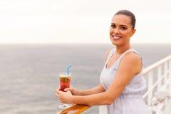 Vrouwen ontspannende cruise Stock Afbeeldingen