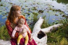 Vrouwen op de rivier Royalty-vrije Stock Afbeelding