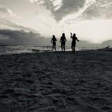 Vrouwen op Desti-strand stock foto's