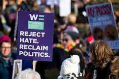 Vrouwen ` s Maart bij de het protestverzameling van Londen, Londen, Engeland Stock Foto's