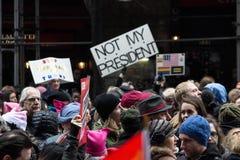 2017 vrouwen ` s Maart op de Stad van New York Stock Afbeeldingen