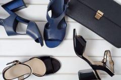 Vrouwen` s schoenen en zakkoppeling stock afbeeldingen