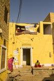 Vrouwen voor een huis Stock Afbeelding