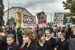 Vrouwen Zwart Protest in Warshau Stock Afbeelding
