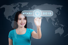 Vrouwenaanraking een starter aan toekomst Stock Foto's
