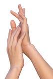 Vrouwenaanrakingen aan haar zachte en vlotte hand Stock Foto