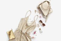 Vrouwenachtergrond - gouden gestileerde kleren en toebehorencollage Royalty-vrije Stock Foto's