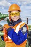 Vrouwenarbeider in het olieveld Royalty-vrije Stock Fotografie