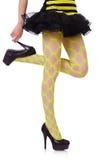 Vrouwenbenen in geel visnet Stock Foto's