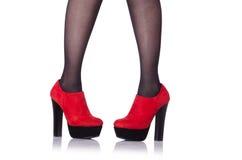 Vrouwenbenen met rode schoenen Royalty-vrije Stock Afbeelding