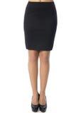 Vrouwenbenen met zwarte schoenen op witte achtergrond Stock Afbeeldingen