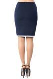 Vrouwenbenen met zwarte schoenen op witte achtergrond Stock Foto's