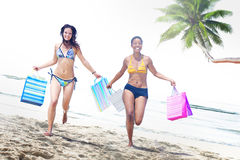 Vrouwenbikini het Winkelen de Zomerconcept van het Zakkenstrand Stock Afbeelding