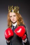 Vrouwenbokser met kroon Stock Afbeeldingen