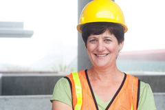 Vrouwenbouwvakker in bouwvakker Royalty-vrije Stock Foto's
