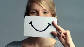 Vrouwenclose-up die haar Emoties tonen stock video