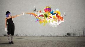 Vrouwenclown met gekleurde nevel royalty-vrije stock afbeelding