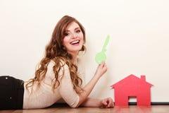 Vrouwendocument huis Het huisvesten onroerende goederenconcept Royalty-vrije Stock Foto