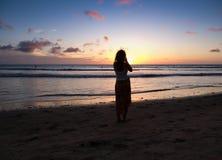 Vrouwenfotograaf op het strand Royalty-vrije Stock Foto