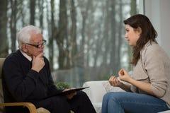 Vrouwengebruik het psychologische adviseren stock fotografie