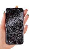 Vrouwenhand die het moderne mobiele smartphone gebroken scherm en schade houden Verpletterde Cellphone en kras Vernietigd apparaa royalty-vrije stock afbeelding